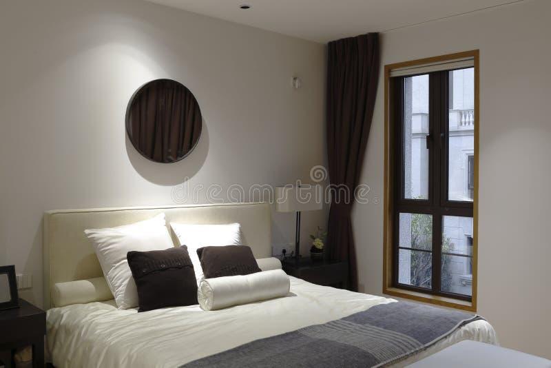 De slaapkamer van de flat stock fotografie