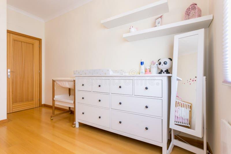 De slaapkamer van het babymeisje royalty-vrije stock foto