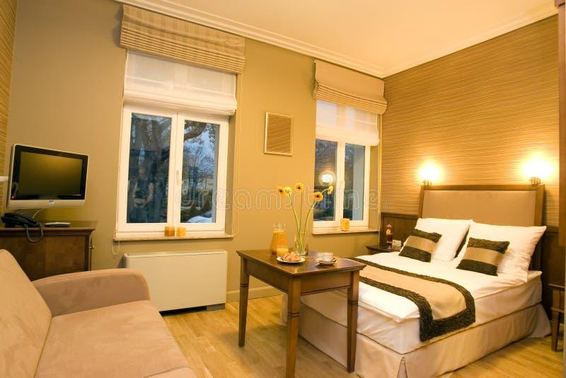 De slaapkamerbinnenland van het hotel stock afbeelding