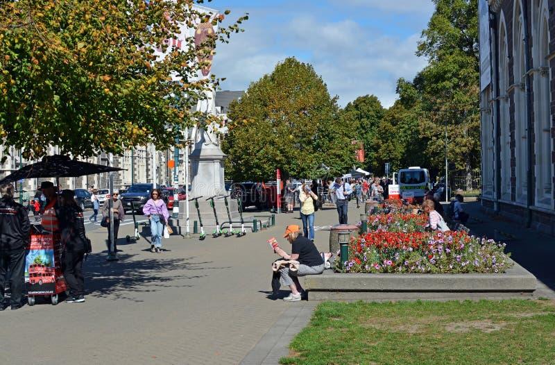 De Slachting van Christchurchmoskees - Mensen die in Rolleston-Weg verzamelen zich te rouwen stock afbeeldingen
