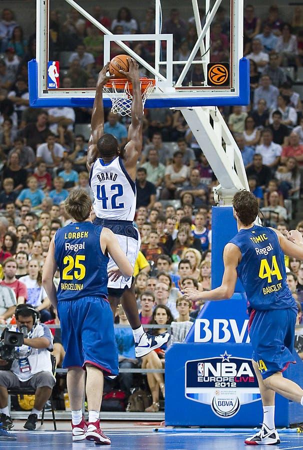 De Slag van het basketbal dompelt onder royalty-vrije stock afbeeldingen