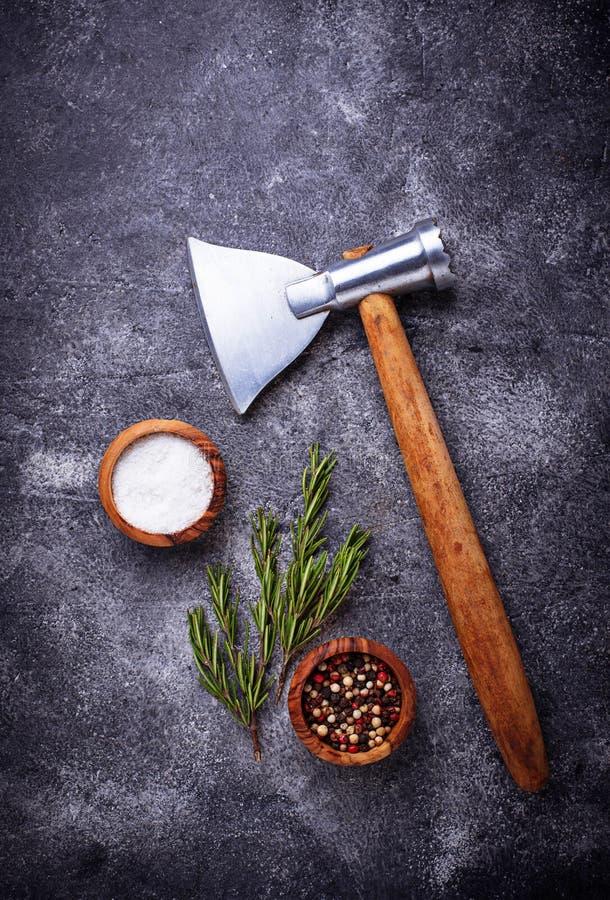 De slagers schaffen voor vlees en kruiden af royalty-vrije stock afbeelding