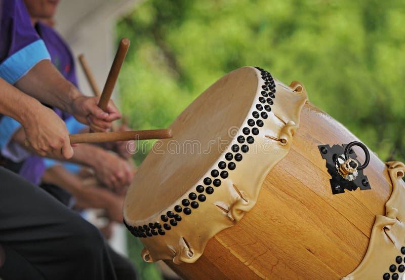 De Slagwerker van Taiko in Actie stock foto