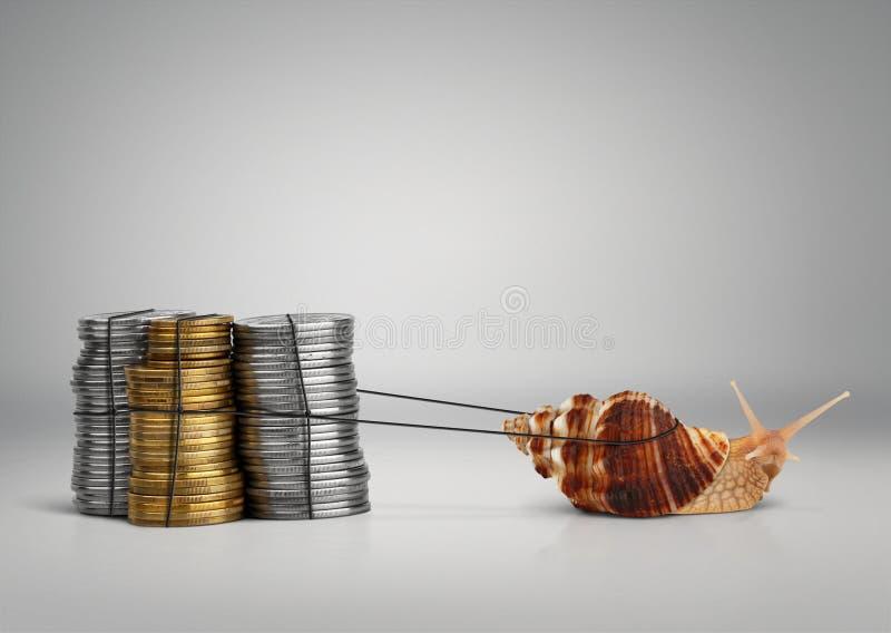 De slak die van het bankwezenconcept geld, exemplaarruimte trekken royalty-vrije stock fotografie