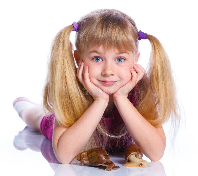 De slakken van de meisjeholding in handen royalty-vrije stock foto's