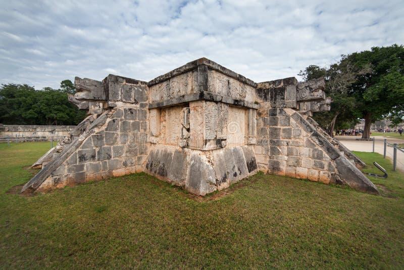 De slanghoofd van Chichenitza in Yucatan Mexico stock afbeelding