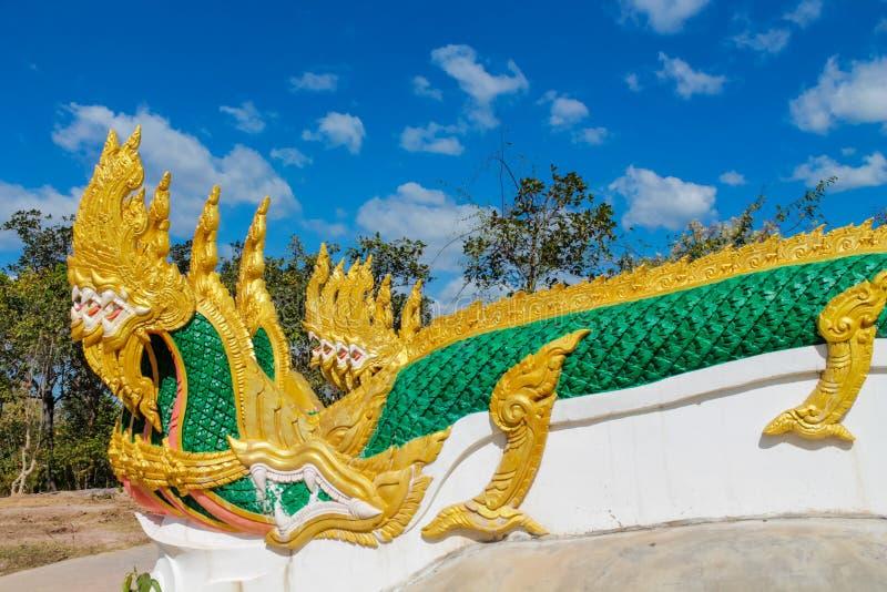 De slangwacht van de Naga groene draak in Thaise boeddhistische Tempel stock fotografie