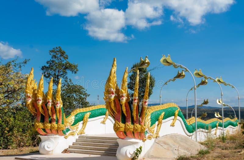 De slangwacht van de Nagadraak in Thaise boeddhistische Tempel stock afbeelding