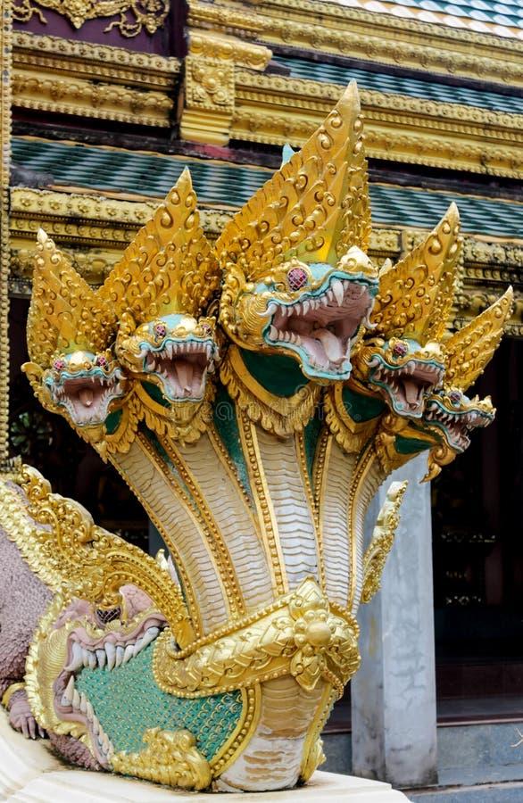 De slangwacht van de Nagadraak in Thaise boeddhistische Tempel royalty-vrije stock afbeeldingen