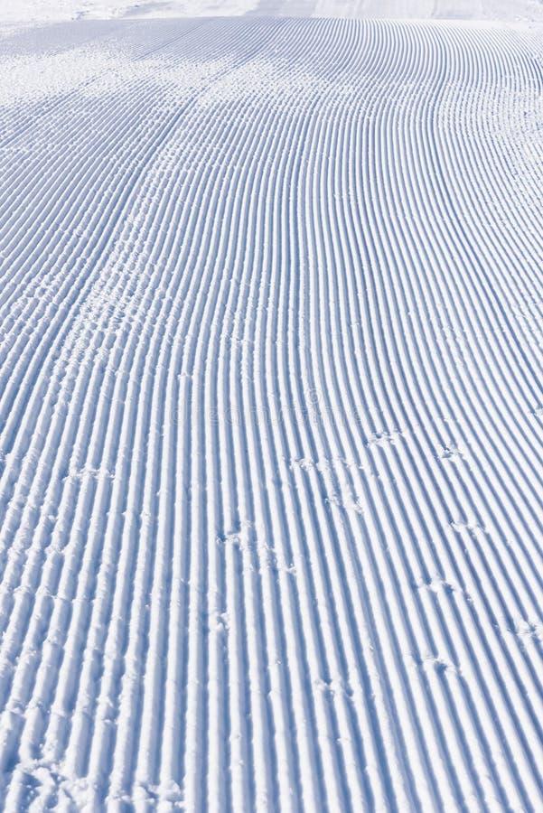 De sleep van de skilooppas snowcat royalty-vrije stock afbeelding