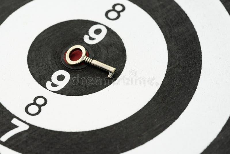 De sleutel opent bedrijfssuccesdoel of doel, probleem het oplossen solu stock foto