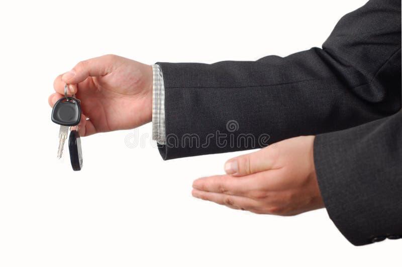 De sleutel van de de holdingsauto van de zakenman royalty-vrije stock afbeeldingen