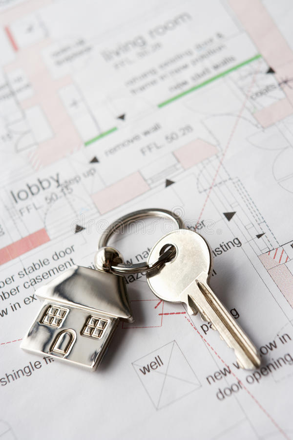 De sleutel van het huis op plannen royalty-vrije stock afbeelding