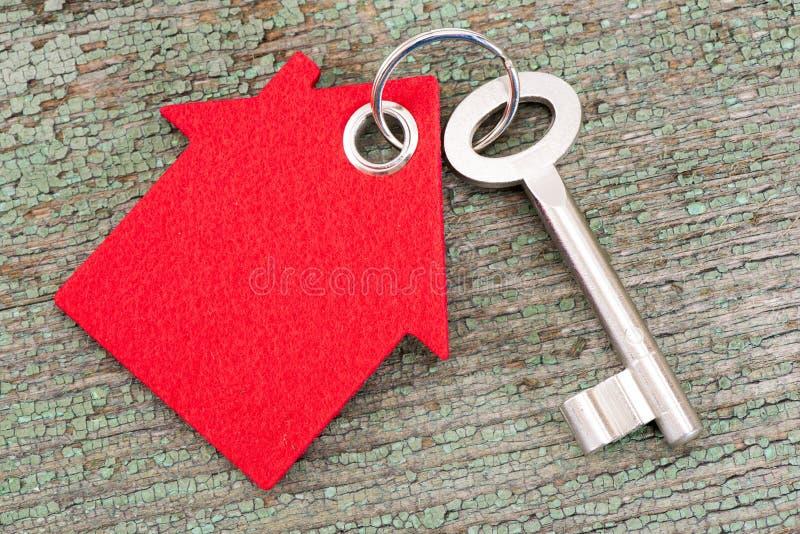 De sleutel van het huis op sleutelring stock foto's