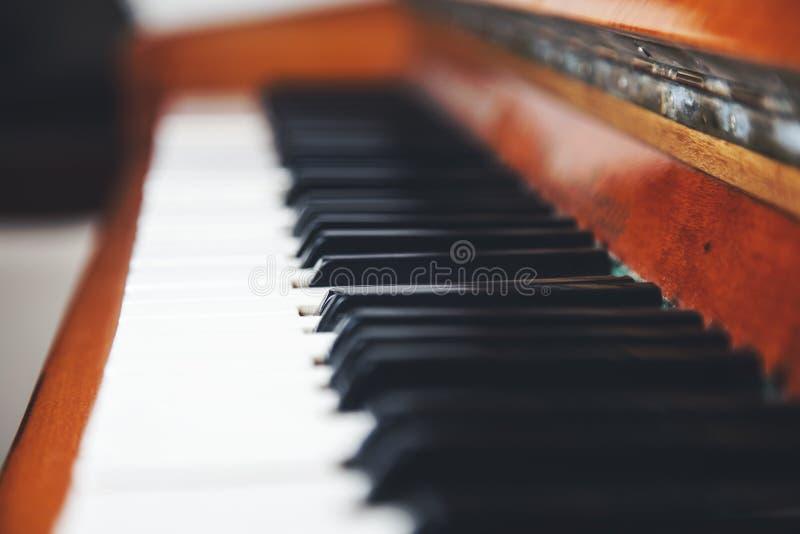 De sleutels van de stoffige piano royalty-vrije stock foto