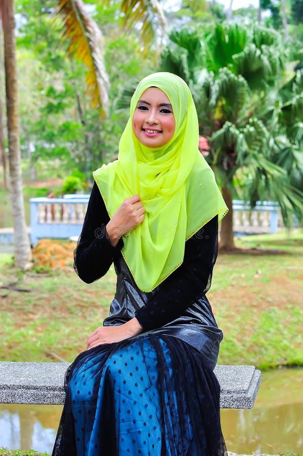 De slijtageblouse van de Muslimahdame en hijab royalty-vrije stock afbeeldingen