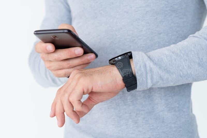 De slimme telefoon van de de mensencontrole van de horloge wearable technologie stock foto