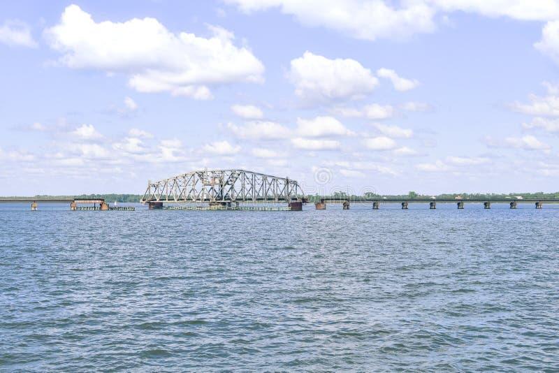 De Slingerende Ophaalbrug van de Biloxibaai royalty-vrije stock afbeelding