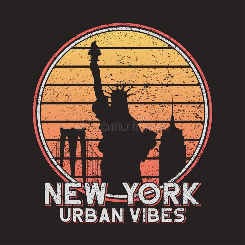 De slogantypografie van New York voor ontwerpt-shirt met stadsgebouwen Originele grungedruk van NYC voor T-stukoverhemd Vector vector illustratie