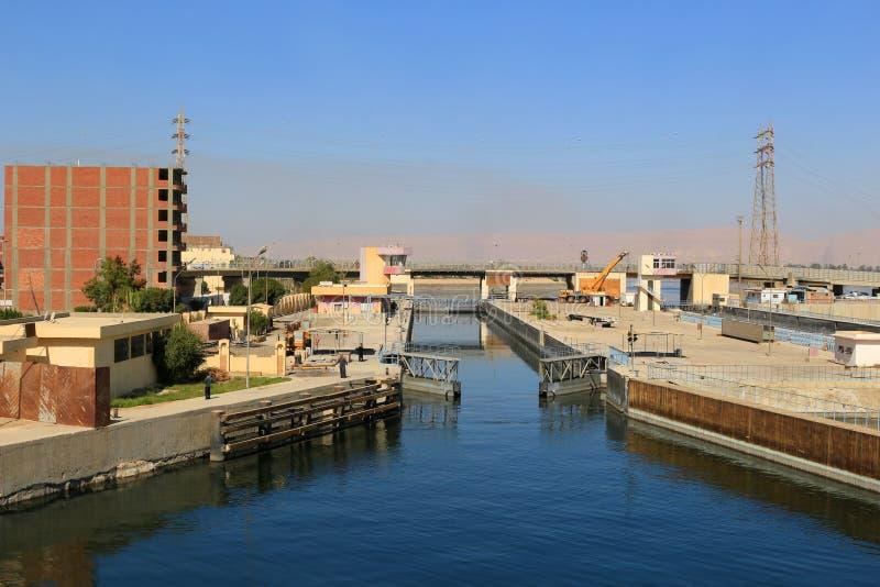 De sloten van het Esnaschip in Egypte stock foto's