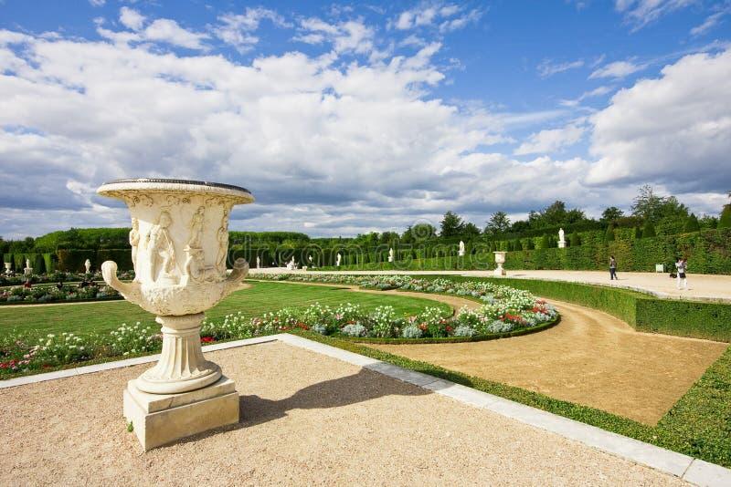 de slott park versailles royaltyfria bilder