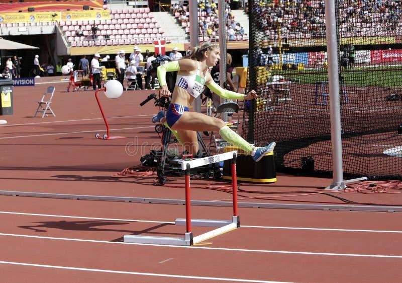 De SLOWAAKSE REPUBLIEK die van EMMA ZAPLETALOVA 400 metrshindernissen op IAAF-Wereldu20 Kampioenschap in werking stellen in Tampe stock foto