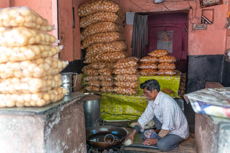 De små shoppar i Indien arkivbild