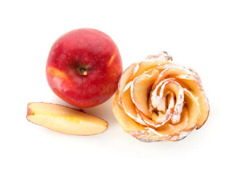 De smakelijke appel nam van bladerdeeg en vers fruit op witte achtergrond toe stock afbeelding