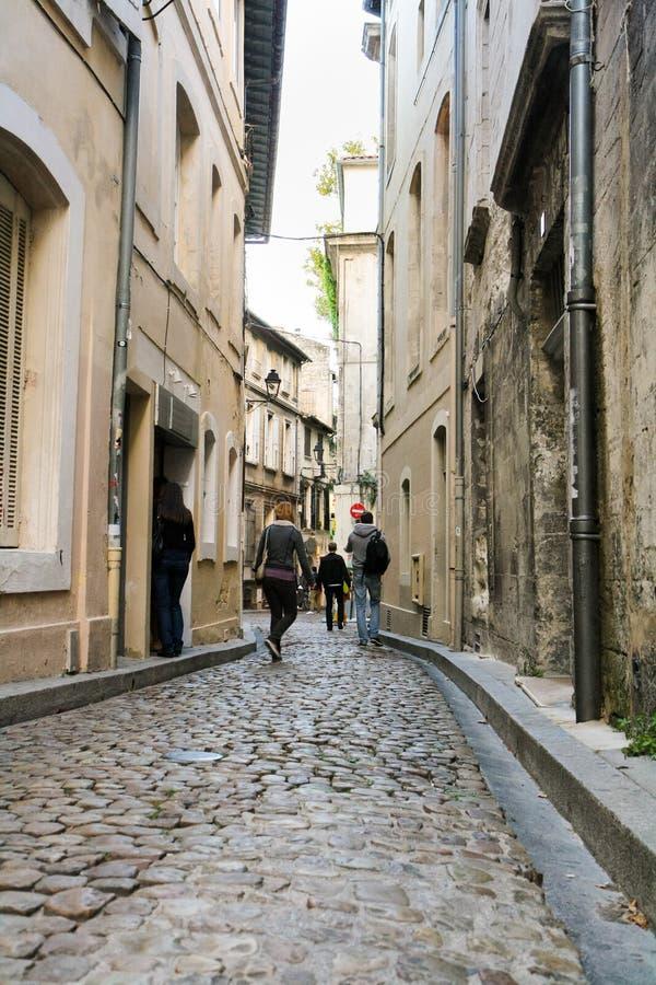 De smala gatorna av den franska staden royaltyfri foto