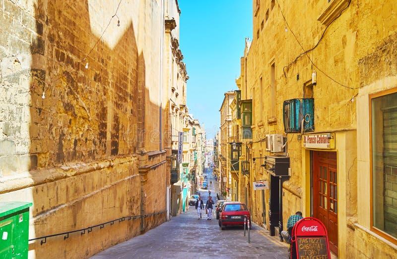 De smala gatorna av Valletta, Malta royaltyfria bilder