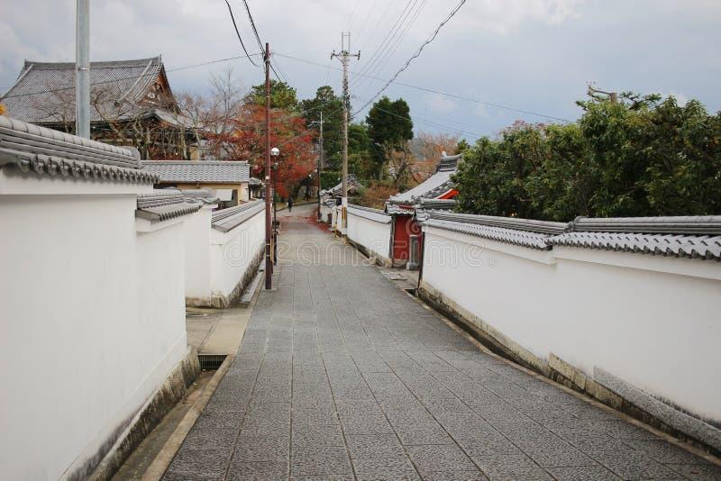 de smalle manier aan de Tempel van Konkai Komyoji royalty-vrije stock afbeelding