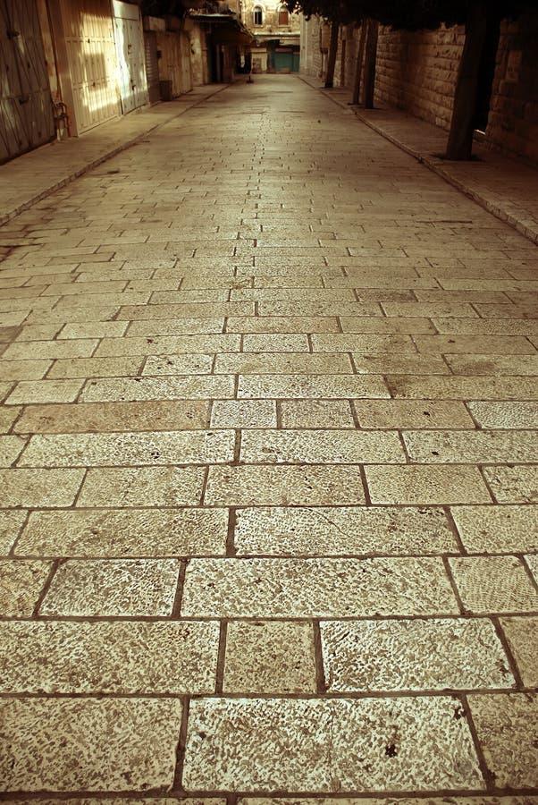 De smalle straat van Cobbled stock afbeelding