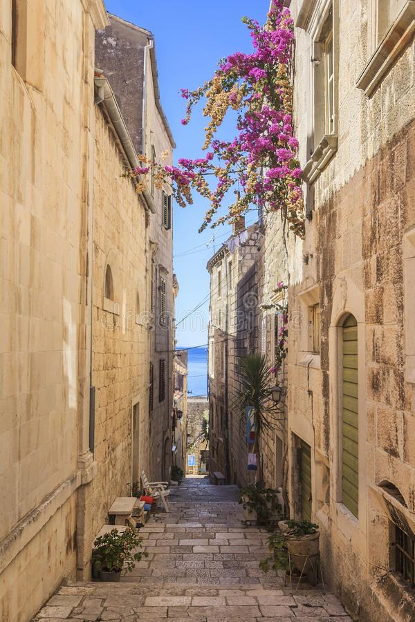 De smalle straat van Korcula, Korcula-Eiland in Kroatië royalty-vrije stock foto