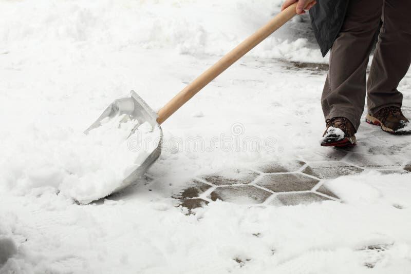 De sneeuw van de schop royalty-vrije stock fotografie