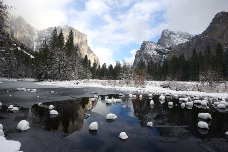 De sneeuw van de Yosemitewinter royalty-vrije stock afbeeldingen