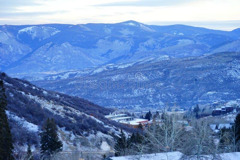 Download De sneeuwberg van Colorado stock afbeelding. Afbeelding bestaande uit butte - 107708965