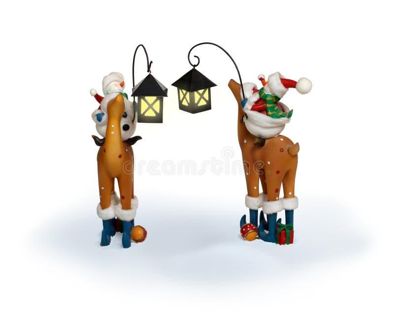 De sneeuwmanpaar van het nieuwjaar het berijden herten royalty-vrije stock afbeeldingen
