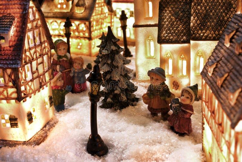 De sneeuwstad van de winter stock foto
