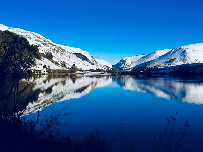 De sneeuwwinter in Wales stock fotografie