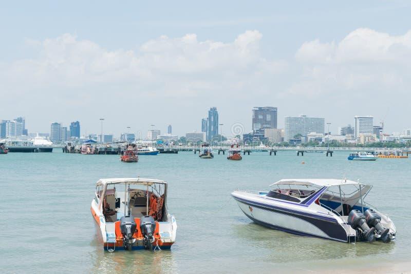 De snelheidsboot is beschikbaar voor klanten stock fotografie