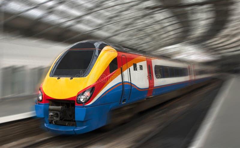 De snelle Trein van de Passagier met het Onduidelijke beeld van de Motie royalty-vrije stock fotografie
