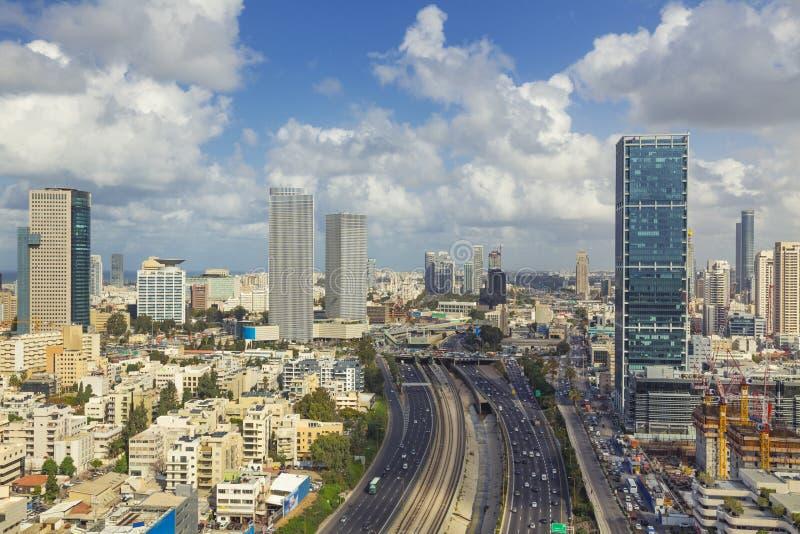 De Snelweg van tel. Aviv City Skyline And Ayalon royalty-vrije stock afbeeldingen