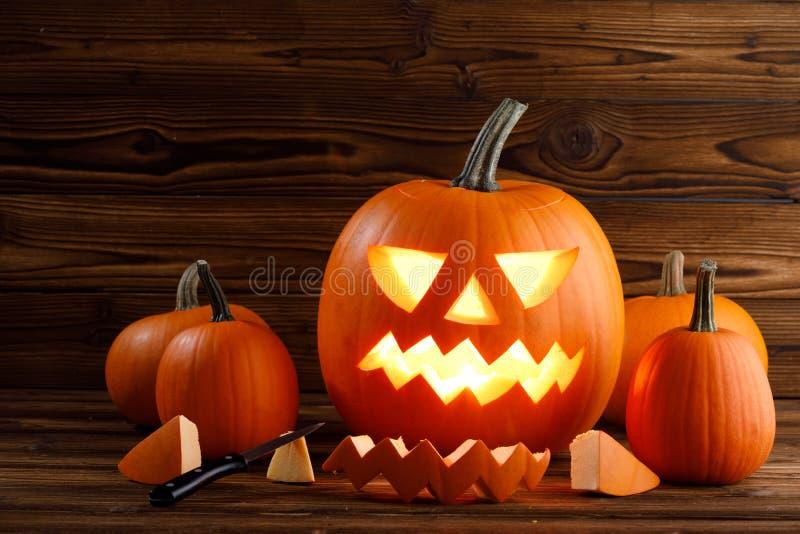 De snijdende Pompoen van Halloween stock afbeelding