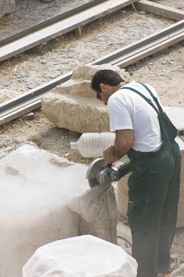 De snijdersarbeider van de steen stock afbeelding