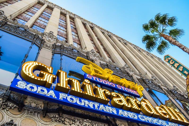 De Sodafontein van tekenghirardelli en Chocoladewinkel Hollywood Blvd, Los Angeles, Californië stock afbeeldingen