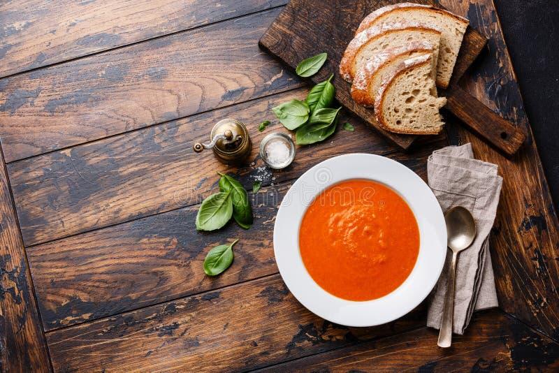 De soep Gazpacho van de tomaat stock foto's