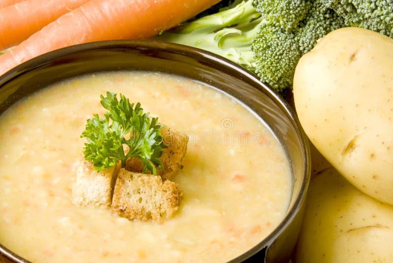 De Soep van de aardappel met Wortelen en B royalty-vrije stock afbeeldingen