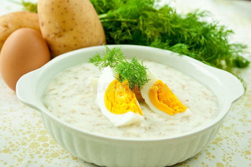De soep van de dille met ei stock afbeeldingen