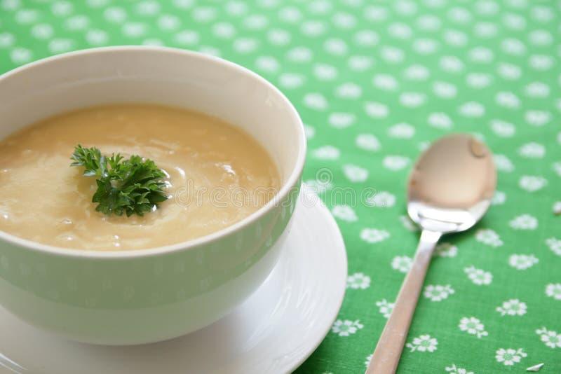 Download De soep van de erwt stock afbeelding. Afbeelding bestaande uit brood - 10783945