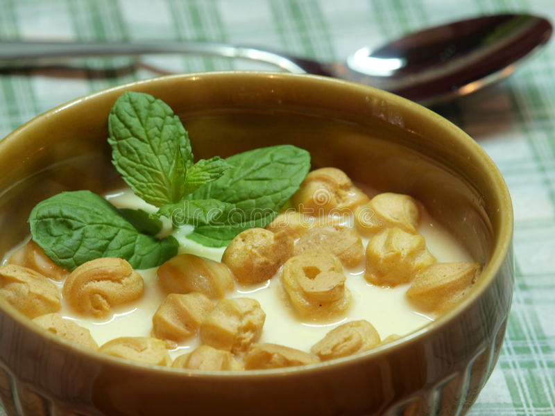 De soep van de kaas stock afbeeldingen